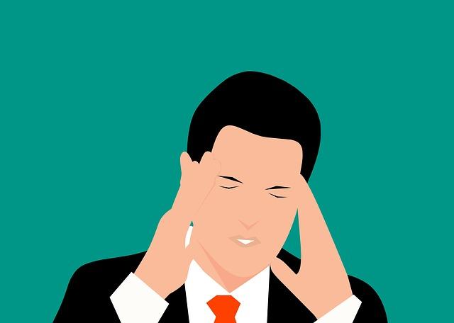 Fitte alla testa: sintomi, cause, rischi e trattamenti