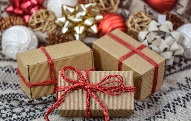 Acquistare decorazioni e regali natalizi online, a chi possiamo affidarci?