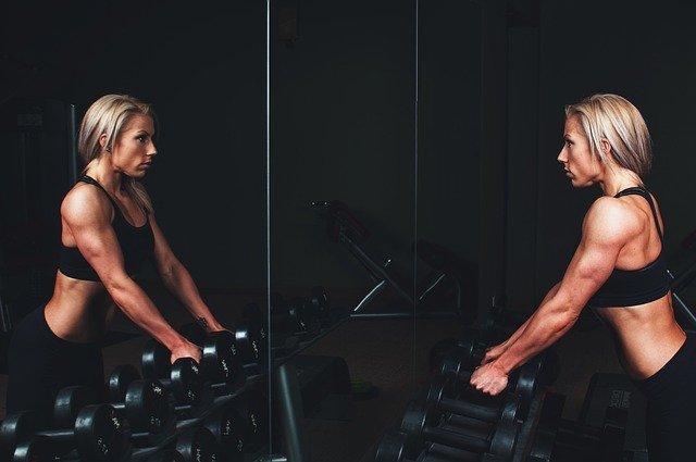 Come gonfiare i muscoli? Quali sono gli esercizi migliori da eseguire?